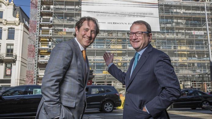 Richard Baker en Jerry Storch, de twee bazen van Candese warenhuisketen Hudsons Bay Company, voor hun nieuwe store aan het Rokin.