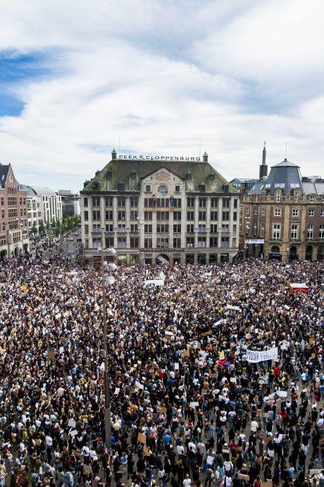 """5.000 manifestants rassemblés à Amsterdam, """"une gifle au personnel soignant"""""""