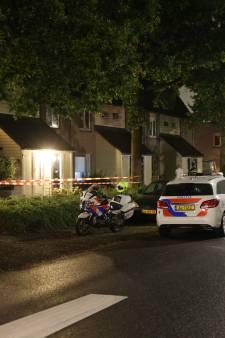 Zwaargewonde man gevonden in woning in Zwolle na mishandeling: politie zoekt verdachte