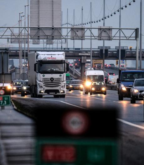 Ongevallen op A12 bij Reeuwijk en Woerden zorgen voor files