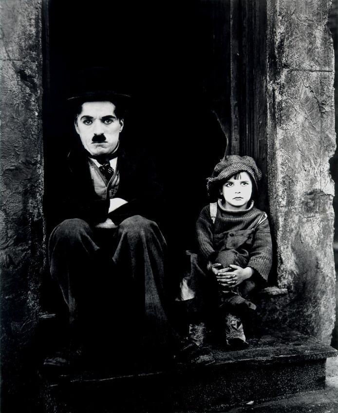 Charlie Chaplin en Jackie Coogan in The Kid (1921).
