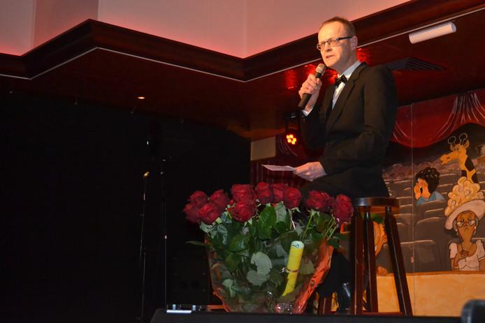 Toon van der Loop bezingt postuum oud-voorzitter Jos Jansen.