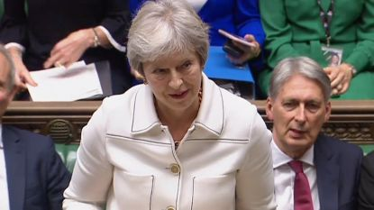 """Theresa May roept verdeelde regering bijeen: """"Brexit-akkoord nog steeds mogelijk"""""""