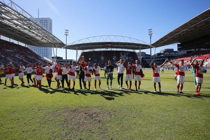 FC Utrecht bedankt de supporters na de overwinning gisteren op VVV Venlo.