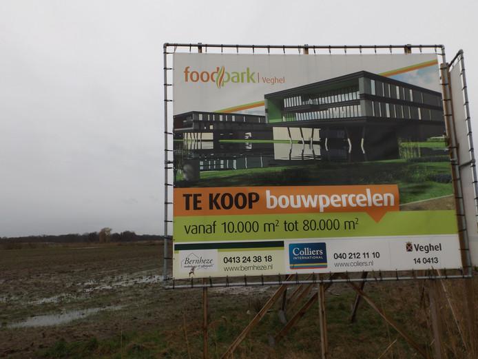 De ontwikkeling van Foodpark laat nog even op zich wachten, net als het opruimen van de vuile grond.