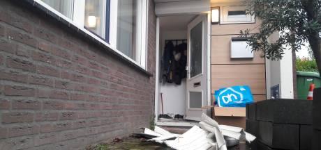 Politie licht Helmonds stel van bed en neemt auto's in beslag: verdenking van witwassen