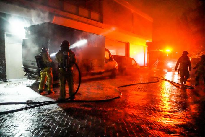 Busje in brand vermoedelijke brandstichting. Brand was aan de Eindhovenseweg in Geldrop. Melding was brand tankstation.