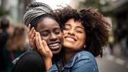 'Vinden mijn vrienden me wel leuk?': wat is het vriendschap oplichterssyndroom?