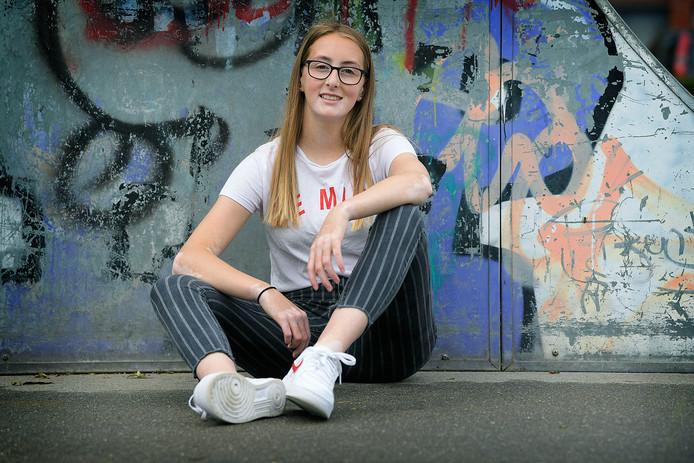 Nienke is een van de gezichten van de campagne van vitiligo.nl. Ze spreekt op 17 juli op een speciale middag voor jongeren over haar ervaringen met lichttherapie.