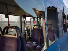 Gewonde en gesprongen ruiten bij botsing lijnbus met vrachtwagen bij Ens