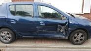 Wagen zwaar beschadigd achtergelaten na aanrijding onderaan Bosberg