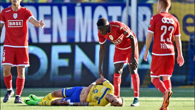 In de wedstrijd bij STVV ging Yatabaré op de buik van Edmilson staan.