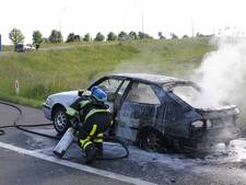 Auto in brand op A15 bij Ochten