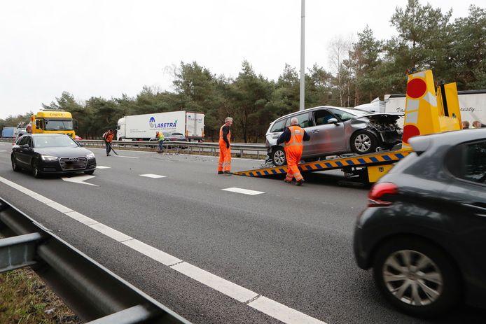 Meerdere auto's betrokken bij ongeluk op A67