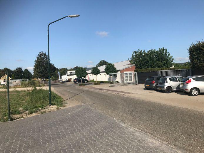 Omdat het bestemmingsplan niet is aangepast, is een deel van de bedrijfjes op de Zandhoek in Boekel illegaal. De gemeente wil dat nu gaan herstellen.