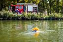 Een vrouw is uit het kanaal gered door de brandweer in Son en Breugel.
