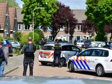 Waarom de Gelderse politie twee keer met kogelvrije vesten en wapens voor een woning stond