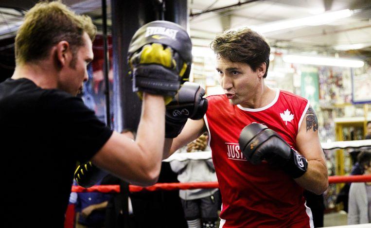 Premier Trudeau volgt een bokstraining tijdens een bezoek aan New York. Beeld epa