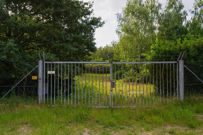 Het braakliggende terrein van het vroegere MOB-complex in Tilburg.