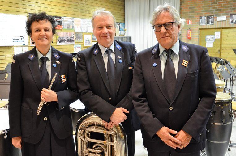De gelauwerden van de Koninklijke Harmonie De Kunstvrienden voor 50 muzikale jaren