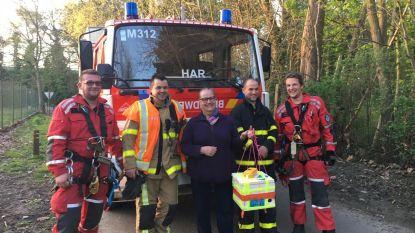 Brandweer redt... Frans weerstation uit boom