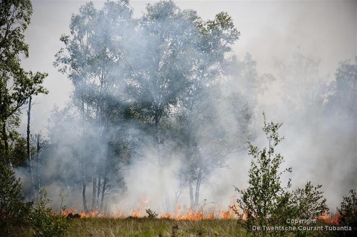 De brand verwoestte 70 hectare aan deze kant van de grens.