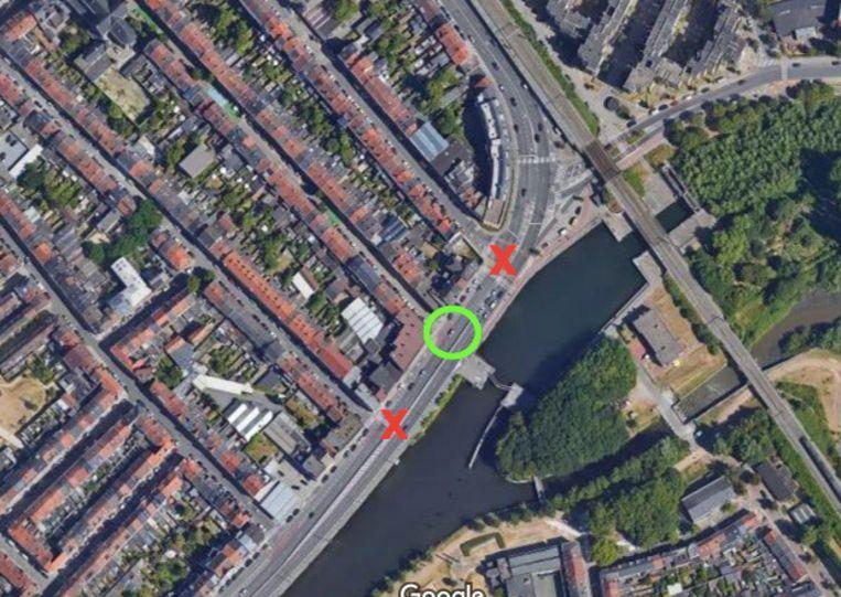 De oversteekplaatsen in rood verdwijnen en worden vervangen door één oversteekplaats ter hoogte van de Zalmstraat.