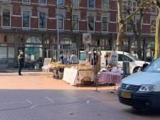 Toch een markt op het Deliplein, politie grijpt in