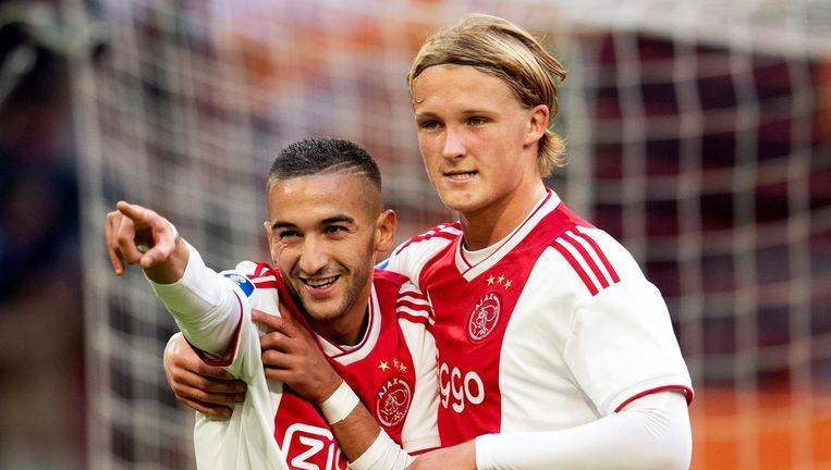 Hakim Ziyech en Kasper Dolberg vieren de 2-0 tegen Feyenoord. Beeld anp