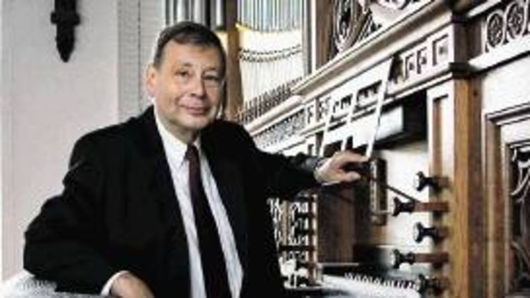 Organist Gert Oost (FOTO GERCO SCHAAP) Beeld