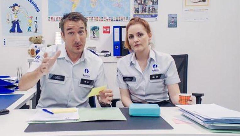De jonge fans van 'De Buurtpolitie' kunnen terecht op de gloednieuwe app VTM Kids voor een interactief speurspel. Foto: Koen en Tineke van de Buurtpolitie.