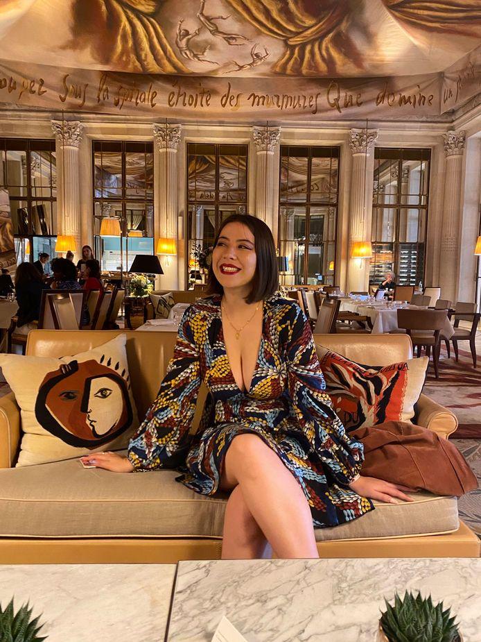 De 22-jarige studente Jeanne werd gevraagd een jas aan te trekken toen ze het Musée d'Orsay binnen wilde gaan. Haar jurk zou te bloot zijn.