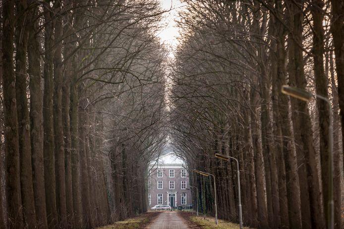 De gemeente Haaren wil dat Gedenkplaats Haaren op Landgoed Haarendael blijft. Het museumbestuur kan niet meer bij de Gedenkplaats binnen omdat de sloten aan de toegangspoort zijn veranderd.