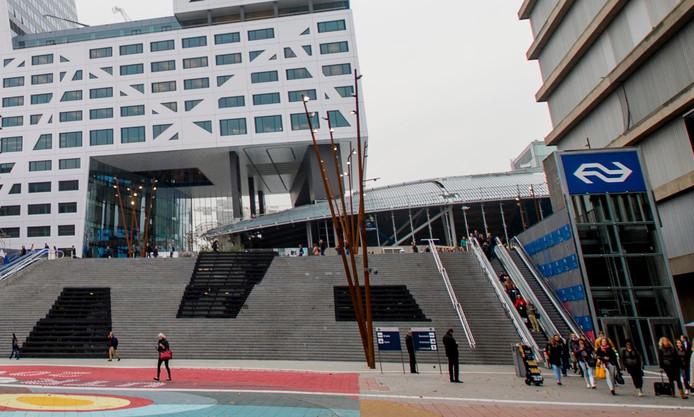 De roltrappen en lift bij het Jaarbeursplein.