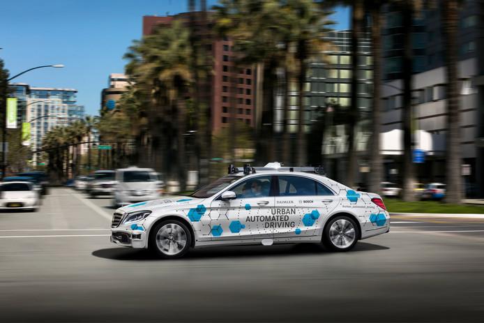 De volledig geautomatiseerde Mercedes-Benz S-Klasse die zonder bestuurder in San José als taxi wordt ingezet