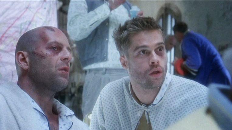 Bruce Willis en Brad Pitt in Twelve Monkeys van Terry Gilliam Beeld