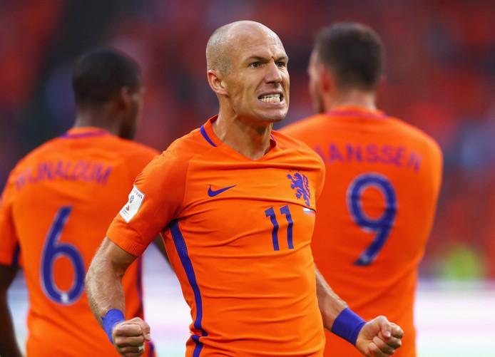 Arjen Robben viert zijn doelpunt.