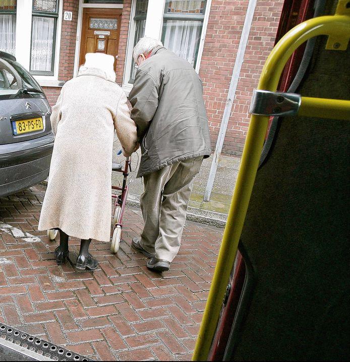 Ouderen in Den Haag kunnen gebruik maken van de wijkbus