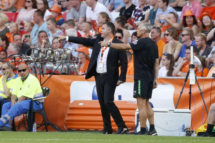 Ante Milicic coachend in het Philips Stadion.
