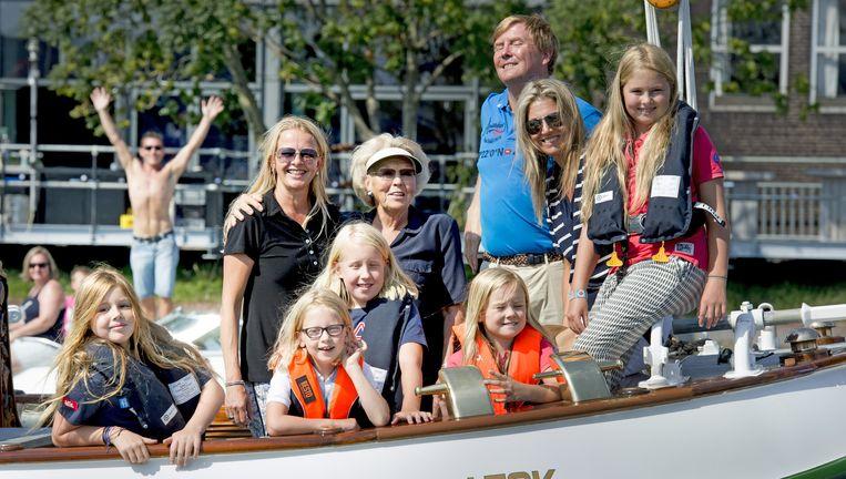 De koninklijke familie op De Groene Draeck. Beeld null