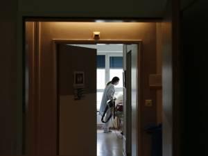"""Un tableau effrayant du coronavirus en maison de repos: """"Une résidente en culotte et en larmes dans le couloir"""""""