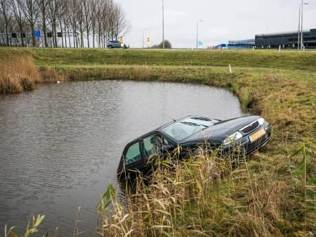 Omstanders redden vrouw uit het water nabij A12 Duiven