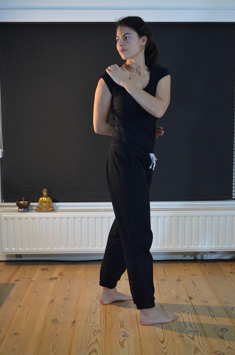 'Waist twisting posture'