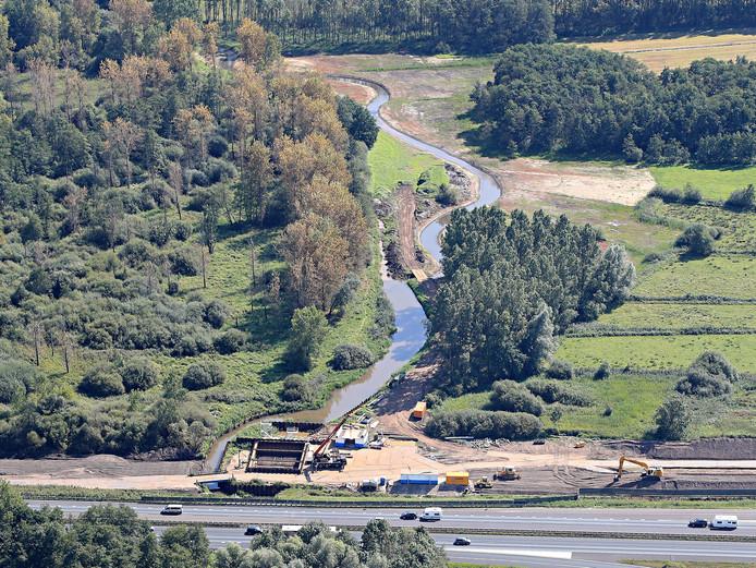 Werkzaamheden aan de Kleine Dommel tussen Geldrop en Heeze. Luchtfoto: Ronald Otter