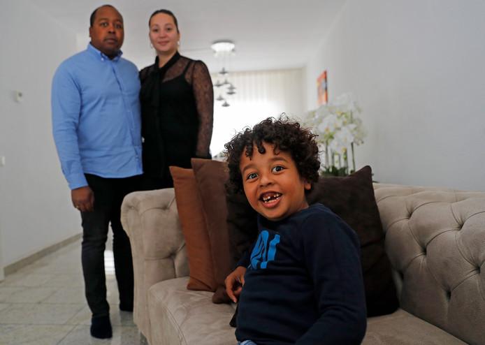 Negen maanden mochten ouders Jo en Esma Boon hun zoon Osmariñio niet naar school brengen.
