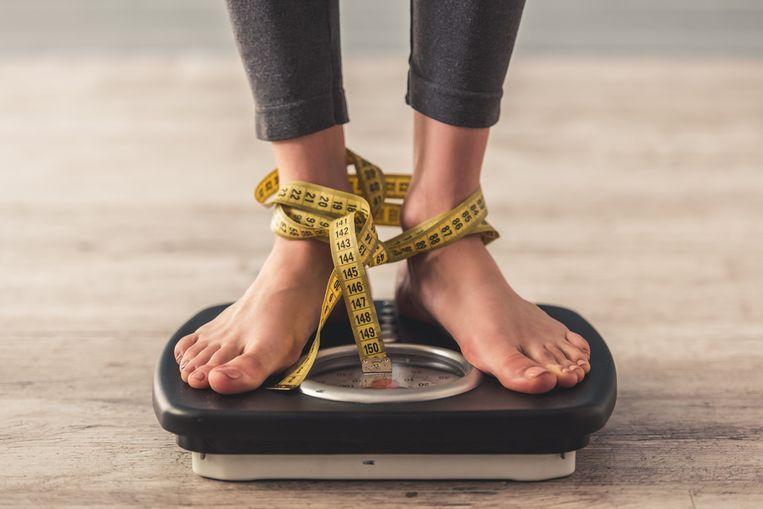Als je gaat sporten en gezonder eten duurt het even voor je echt resultaat ziet, maar de geduldigen onder ons worden beloond. Alleen: dat buikje gaat maar niet weg. En hoe zit het met die love handles, de vetophoping op je heupen? Sportkinesist Lieven Maesschalck en zijn team geven advies over hoe je ook rond je probleemzones gewicht verliest.