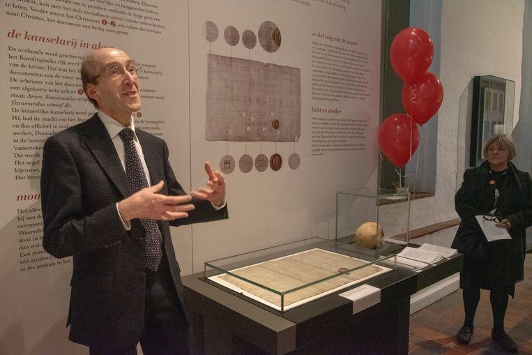 Professor Georges De Clercq geeft een bevlogen uitleg.