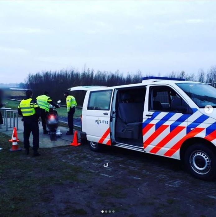 De politie hield een controle bij de rode burg over de IJssel.