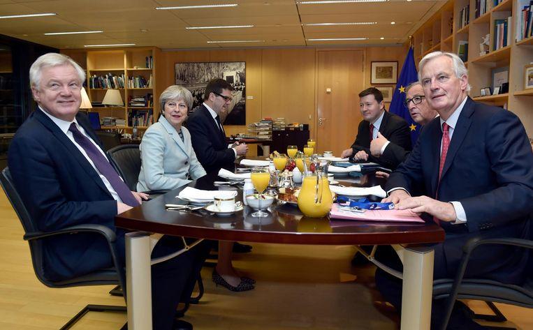 De hoofdrolspelers aan de onderhandelingstafel Beeld ap