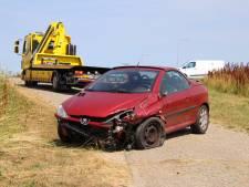 Passagier maakt amok in auto met ongeval tot gevolg